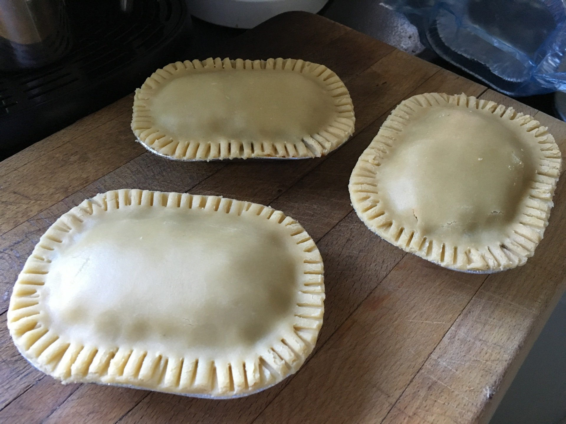 Crimp the pies